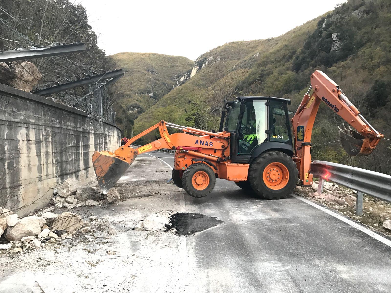 01 SS685 interventi Anas caduta massi sisma centro italia